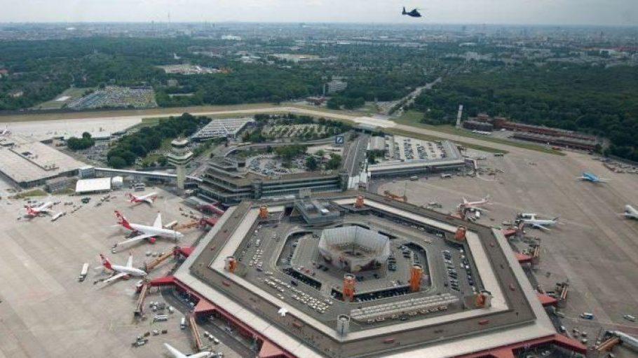 Noch hält sich der Ansturm in Grenzen. Doch am Freitag werden viele Familien vom Flughafen Tegel aus in die Ferien starten.