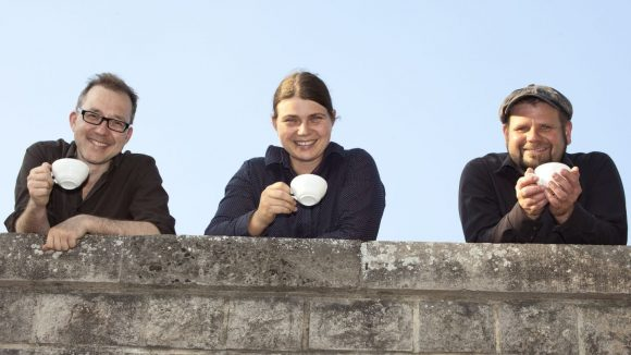 Georg Ruhm, Nadine Heymann und Olli Klitsch sorgen als die Flying Roasters für mehr Transparenz im Kaffee-Business.