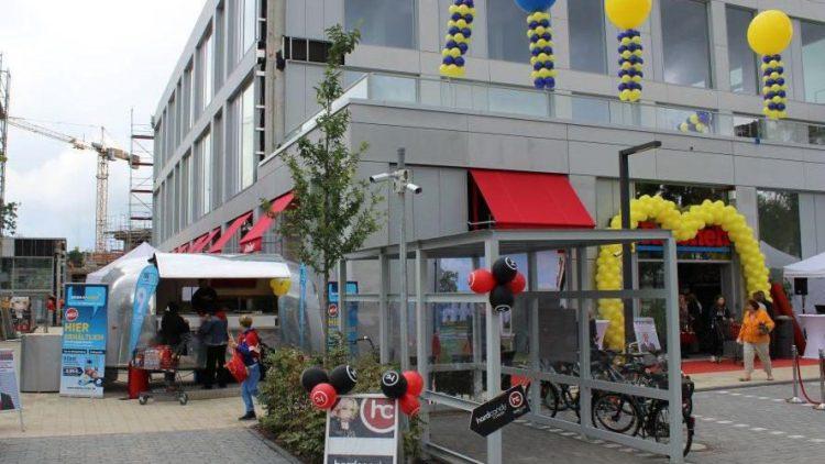 Teil des neuen Luxuswohnprojekts Fünf Morgen Dahlem Urban Village: ein Supermarkt und im ersten Stock die Räumlichkeiten von Hard Candy Fitness.