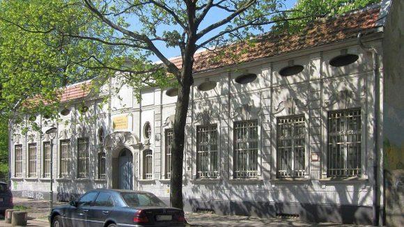 Ehemals ein Haus der Ausbeutung, heute leer- und zum Verkauf stehend: Die Fontanepromenade 15 in Kreuzberg.