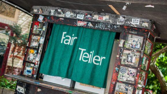 """""""Weniger wegwerfen, lieber teilen!"""" - unter dieser Maxime können die neuen öffentlichen Kühlschränke in Kreuzberg bestückt werden."""