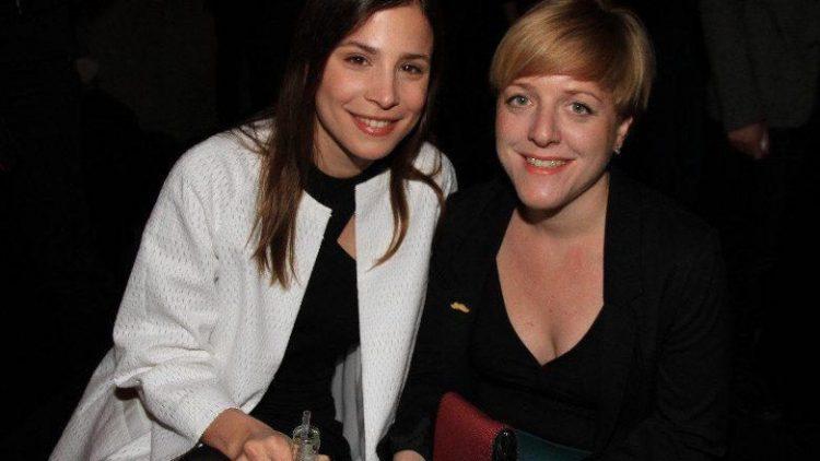 """... ihre Kollegin Aylin Tezel (links) mit """"Am Himmel der Tag""""-Regisseurin Pola Beck, in deren Kinofilm Tezel die Hauptrolle spielte ..."""