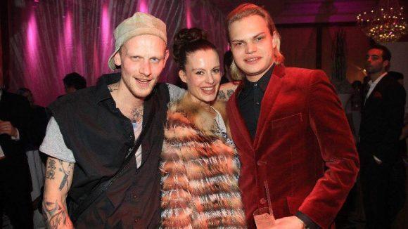 Fotograf Oliver Rath, Schauspielerin Karolin Oesterling, geb. Peiter, und Wilson Gonzalez Ochenknecht (v.l.).
