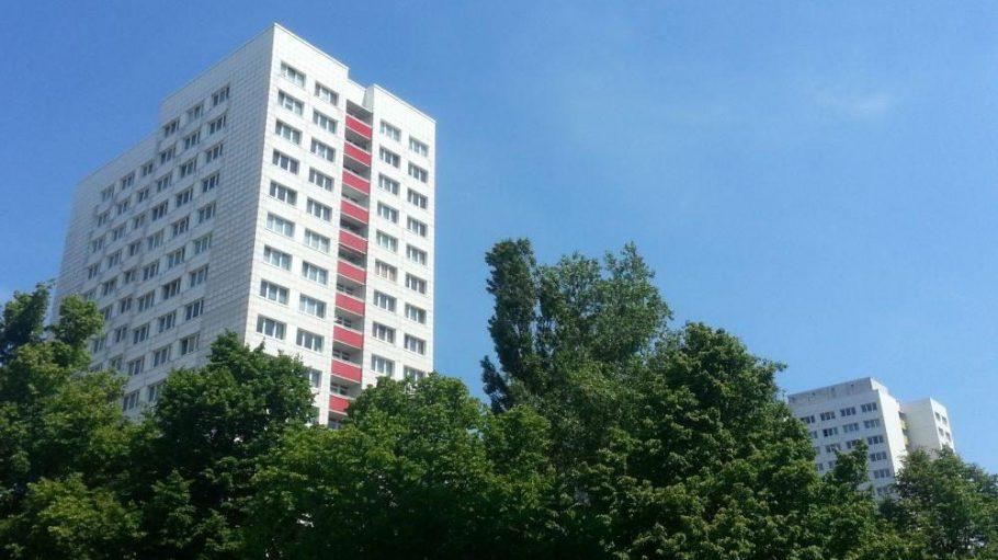 Platte meets Bäume - dieses Bild sagt schon fast alles über den Stadtteil Frankfurter Allee Süd aus.