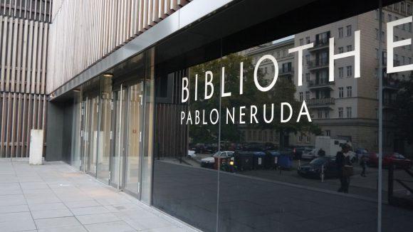 Die Pablo-Neruda-Stadtbibliothek befindet sich im Gebäude der ehemaligen Franz-Fühmann-Schule.