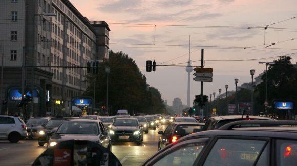 Großstadt-Feeling und schönster Sonnenuntergang am Frankfurter Tor.
