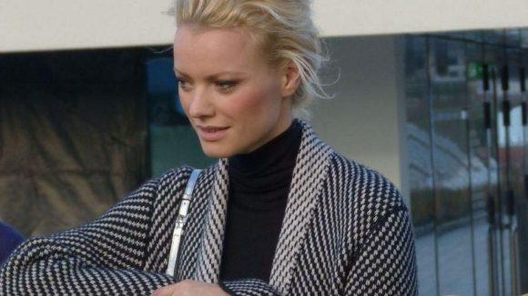 Das deutsche Topmodell ist großer Wollfan, wie sich unschwer an ihrem Outfit erkennen lässt.