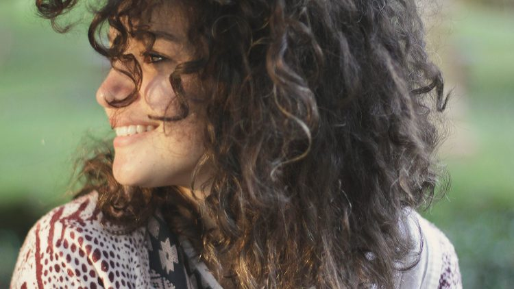 Ob Lockenpracht oder ganz glattes Haar, in Friedrichshain findest du bestimmt den richtigen Profi für deine Frisur.