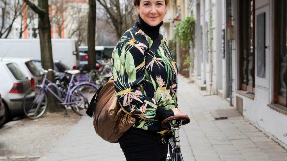 Mit ihrem Rad düst die Künstlerin Ekaterina von Prenzlauer Berg gerne nach Neukölln oder nach Kreuzberg.