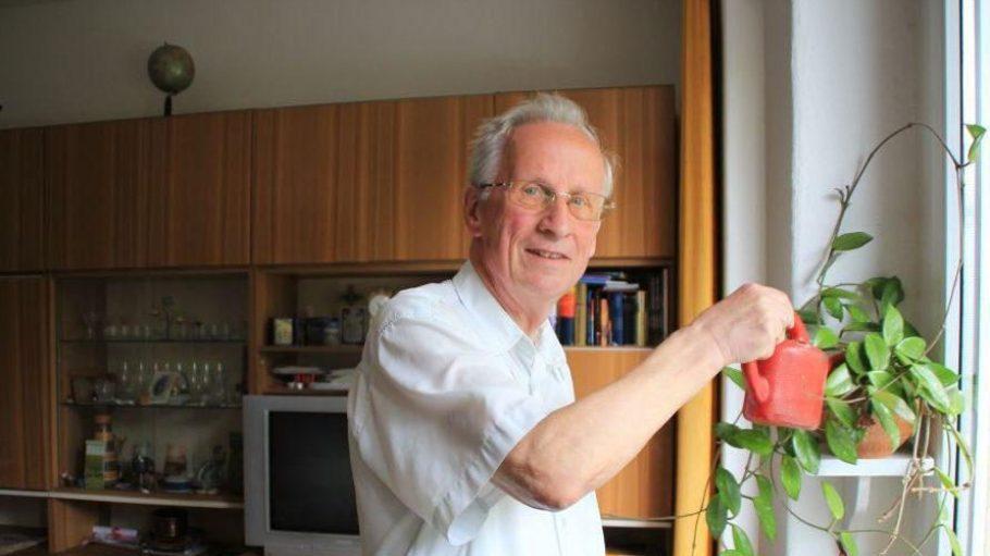 Fred Boger ist 81 Jahre und noch sehr aktiv. In seiner Wohnung lebt er inzwischen allein.