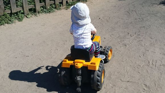 Mein 15 Monate alter Sohn war vom Fuhrpark der Pinke-Panke total begeistert.