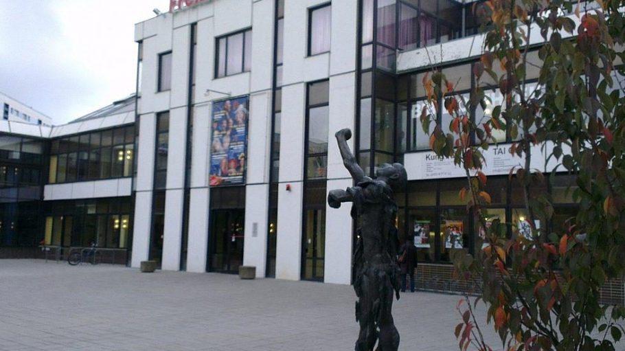 Die bisher einzige Frauensporthalle Berlins befindet sich im Freizeitforum Marzahn am Victor-Klemperer-Platz.