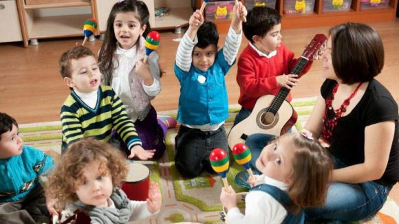 Ob künftiger Star-Geiger oder einfach glücklicher Triangelheld: Früherziehung macht die Kids happy und die Eltern stolz wie Oskar - nicht nur im musikalischen Bereich.