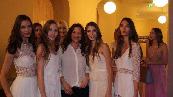 Die Berliner Designerin Frida Weyer (Mitte) mit ihren Models.
