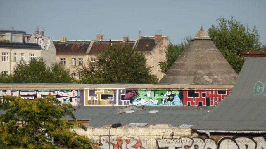 Der Berliner Stadtteil Friedrichshain ist vor allem für seine alternative Klientel, inklusive zahlreicher Graffitis, bekannt.
