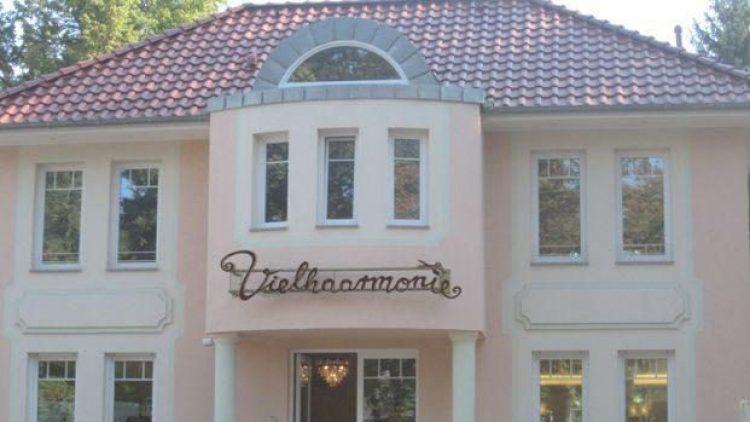 """Der Friseur- und Kosmetiksalon """"Vielhaarmonie"""" in Grünau."""