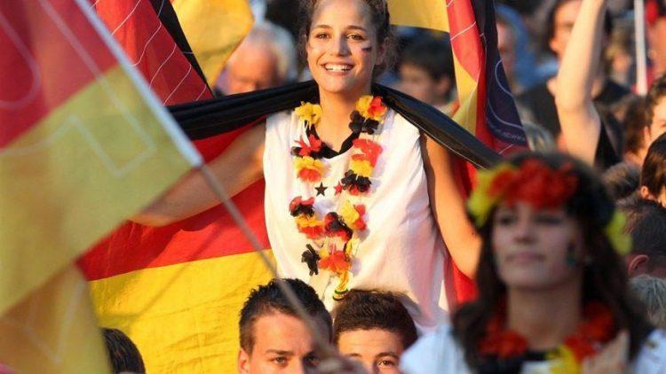 Ob der gemeinsame Jubel das Gemeinschaftsgefühl der Deutschen stärkt, wird derzeit an der FU Berlin untersucht.