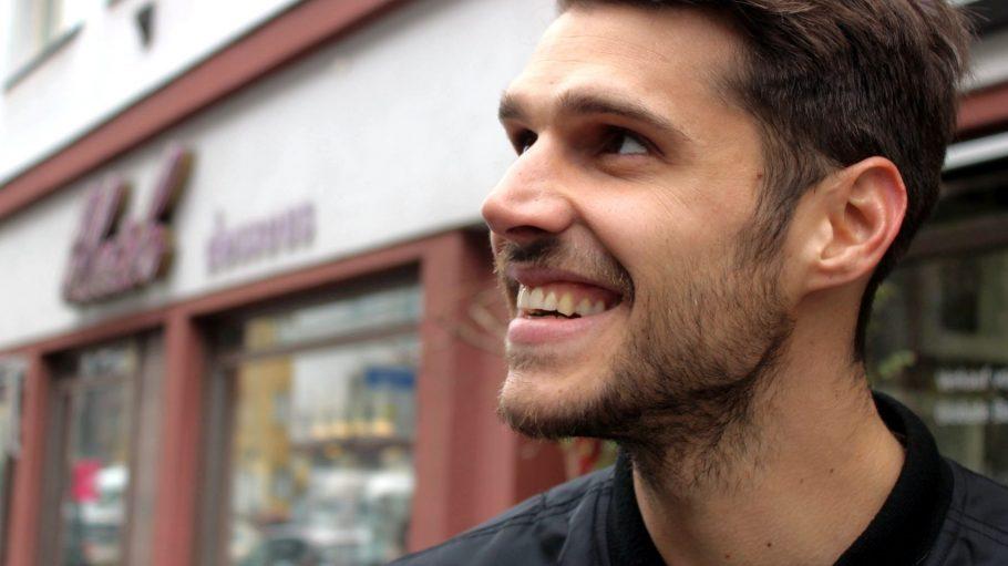 Schon in der Nähe seiner Haustür in der Rosa-Luxemburg-Straße kann dir Fußballer Christopher Trimmel einiges zeigen.