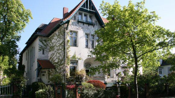 Die Galerie Bassenge ist ein Auktionshaus in Berlin-Grunewald für Kunst und wertvolle Bücher.