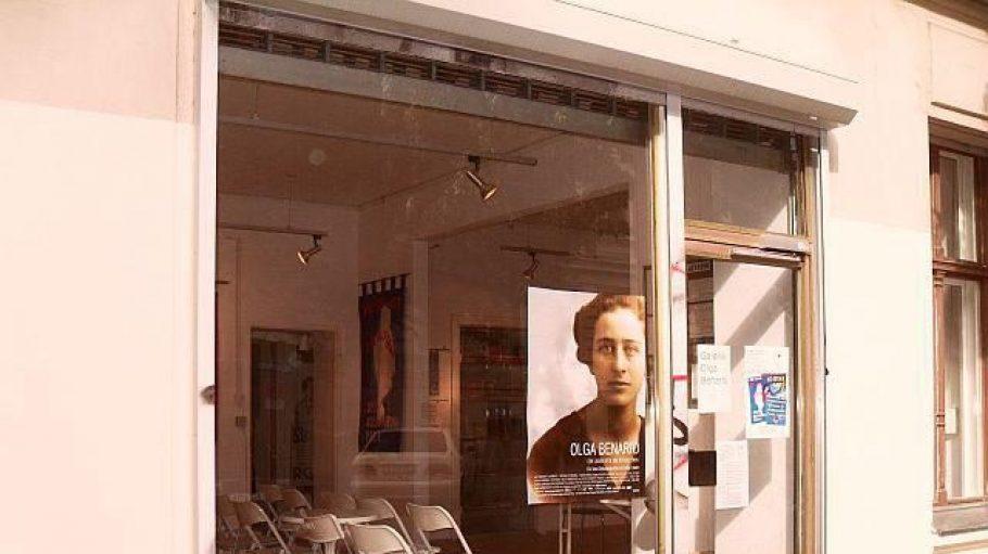 Die Galerie von außen. Zuvor an der Weserstraße, ist sie seit 2001 in der Richardstraße beheimatet. Klick' dich durch, um zu sehen, wie es drinnen aussieht.