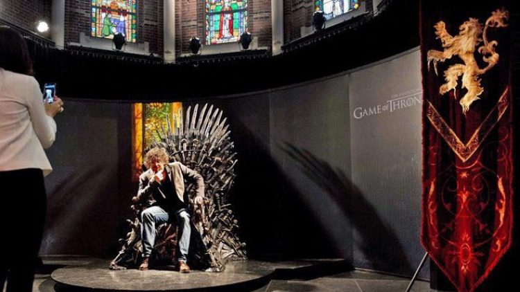 """Einmal auf dem Eisernen Thron Platz nehmen? Die """"Game of Thrones""""-Wanderausstellung macht's möglich!"""