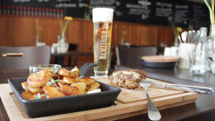 Zünftig und gut speisen - das steht in der Gastwirtschaft auf dem Programm.