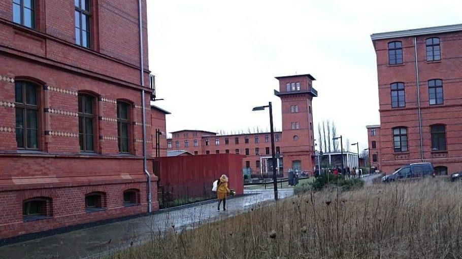 Auf dem Gelände der ehemaligen Haftanstalt stehen weitere Gedenk- und Informationstafeln.