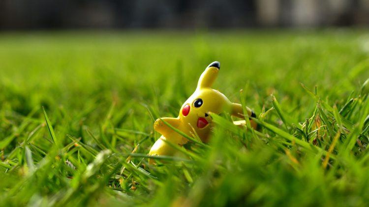 """Pikachu und Co. in ihren Verstecken jagen kann ganz schön gefährlich sein. Jetzt mischt sich die Bundesregierung bei """"Pokémon Go"""" ein."""