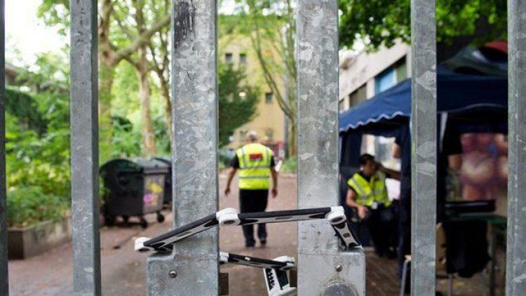 Nach dem Polizeieinsatz an der Gerhart-Hauptmann-Schule kehrt in Berlin-Kreuzberg langsam die Normalität zurück.