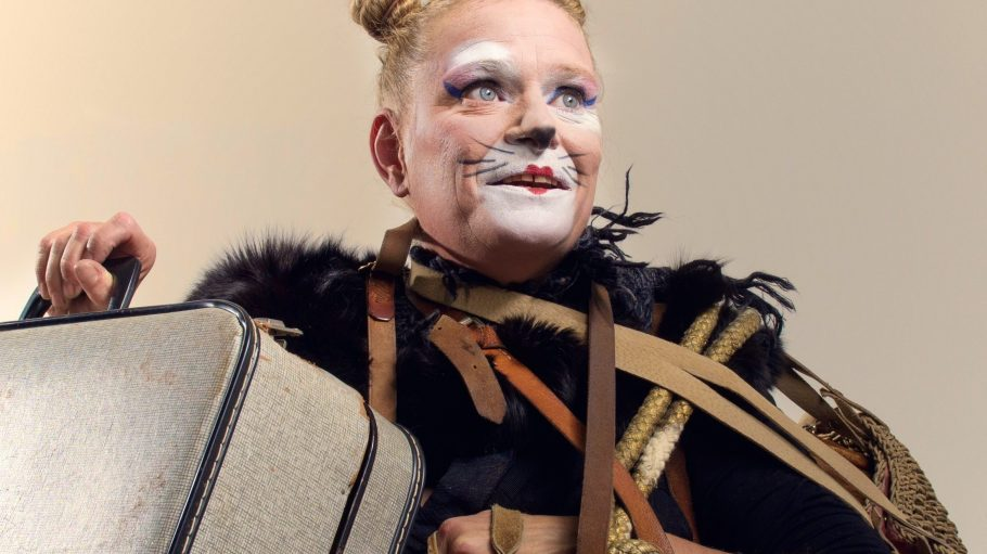 Carste Zimmermann steht unter anderem als gestiefelter Kater auf der Bühne des Glaspalastes im Pfefferberg Theater.