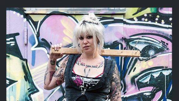 Die Girl Gangs können Unterführungen nicht sicherer machen. Mit den Plakaten sollen sich Frauen aber nicht mehr so allein fühlen.