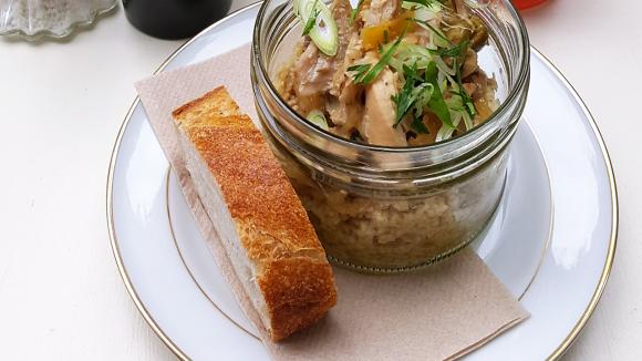 Perfekt für den Hunger auf ein warmes Mittagessen: Saftiges Zitronen-Hähnchen mit Couscous im Bichou.