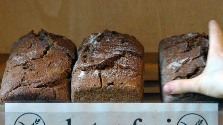 Keine Seltenheit mehr: ein Regal mit glutenfreiem Brot.