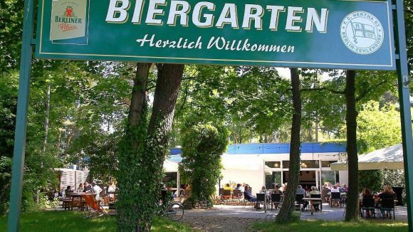 Die Ruhe vor dem WM-Ansturm? Die Vereinsgaststätte von Hertha 03 veranstaltet Public Viewing in ihrem Biergarten.
