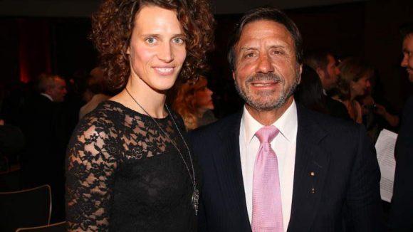 Sir Rocco Forte wurde unter anderem deswegen ausgezeichnet, weil Kinder in seinen Hotelbetten toben dürfen. Außerdem betreibt der Hotelier Triathlon - daher hielt Fünfkämpferin Lena Schöneborn die Laudatio.