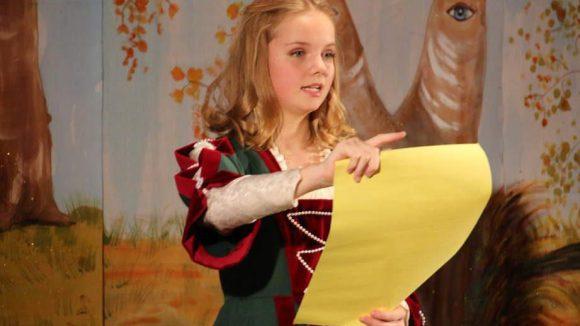Prinzessin Paula kündigte in der Botschaft die PreisträgerInnen an.