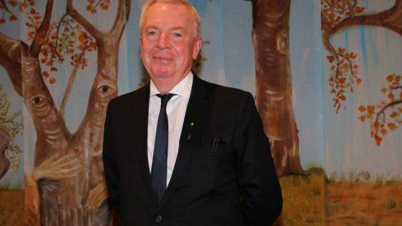 Zu den Ausgezeichneten gehörte auch Sir David Chipperfield. Hier ist er im Zauberwald zu sehen - schließlich bekam er seinen Preis ja auch für seinen Wald in der Neuen Nationalgalerie.