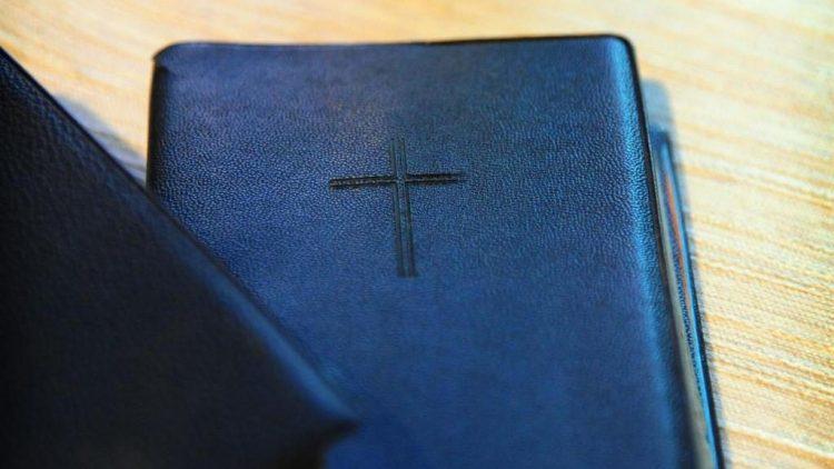 Gottesdienst in Bohnsdorf, natürlich mit der Bibel.