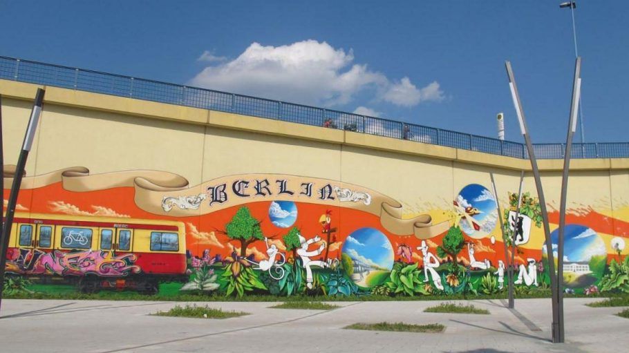 Nur ein kleiner Teil von 1500 Quadratmetern Street Art rund um die Lichtenberger Brücke.