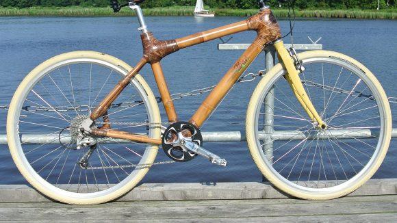 Ökologisches Gefährt: Der Fahrradrahmen ist aus Bambus, das macht das Fahrrad sehr leicht - die Ecken werden mit Naturfasern verbunden.