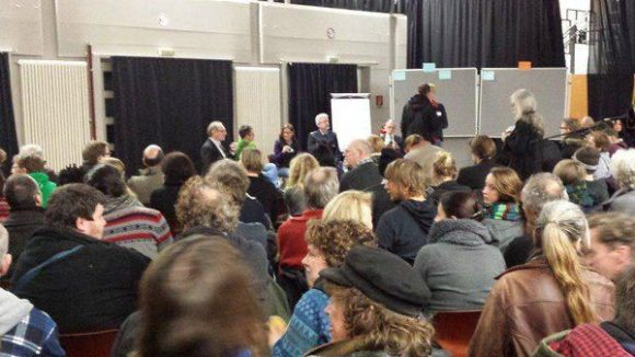 Bis auf den letzten Platz gefüllt: Im Chip Jugendhaus in Kreuzberg fand am 19. Februar 2015 eine Einwohnerversammlung zum Thema Görlitzer Park statt.