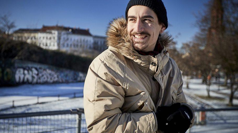Einmal Kreuzberg immer Kreuzberg. Der 27-jährige Schauspieler Anton Weil ist ein Original, in Sachen Fußball hat er sich allerdings für eine Mannschaft aus Hessen entschieden.