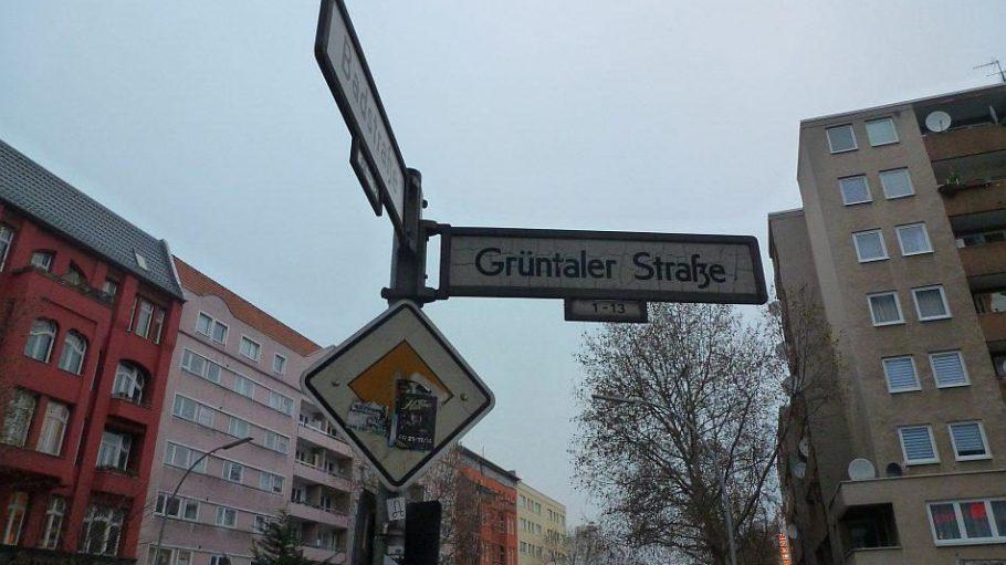 An ihrem südwestlichen Ende mündet die Grüntaler in die Badstraße.