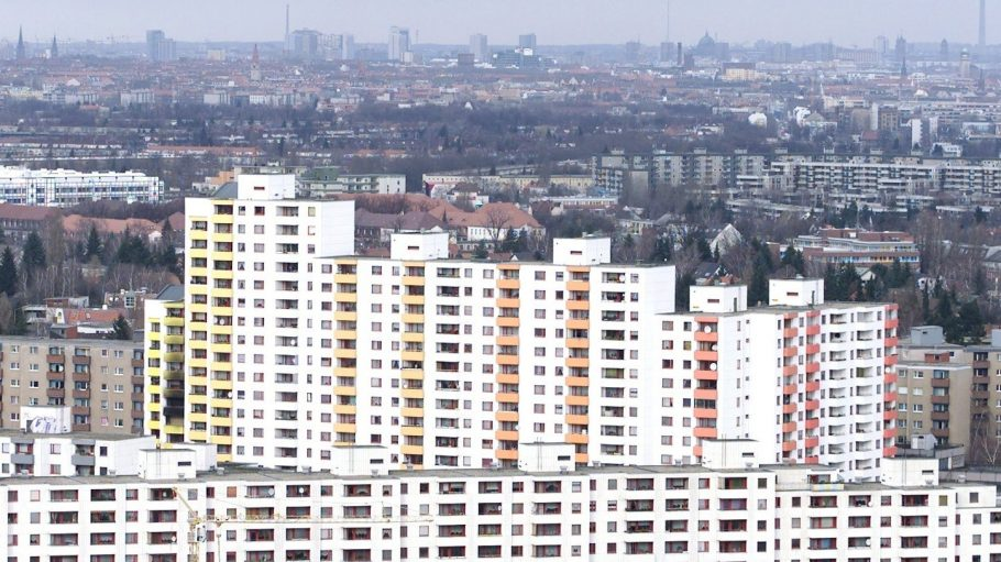 Nur 20 Ersatzduschen für 400 Wohnungen in der Gropiusstadt und doch sind alle leer.