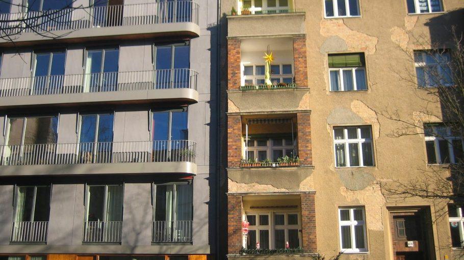 Görschstraße 48/47A: links Baugruppenhaus.