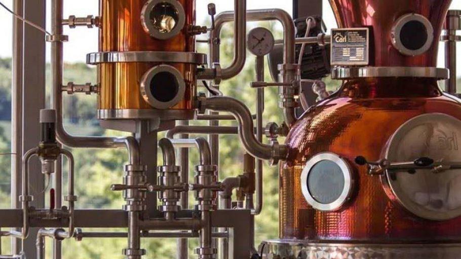Die Grumsiner Brennerei lockt die Gäste mit Likör-Seminaren und Gin-Tasting.