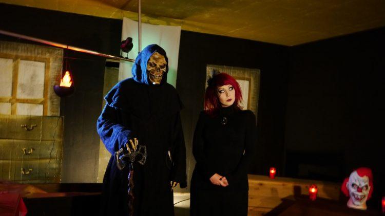 Grim Reaper und Jey von der Gruselkabinett-Jury.
