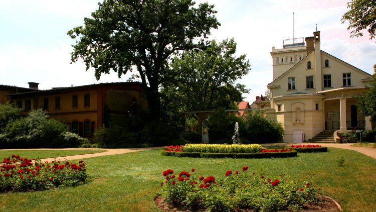 Gutspark Marienfelde: In dem historischen Park mit Gutshaus und Schmuckgarten können Spaziergänger sich vom Großstadttrubel ausruhen.