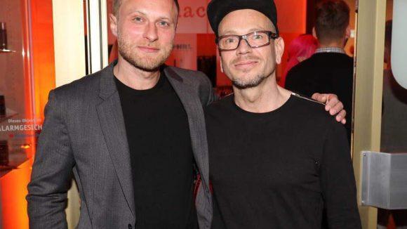 Schriftsteller Michael Nast (links) mit Udo, dem Friseur seines Vertrauens.