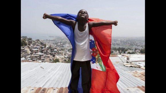 Sie sind die Helden des Alltags und die hoffnungsvollen Zukunftsträger ihres Landes: Die Kinder Haitis, die sich mit großen Träumen durch ein schweres Leben kämpfen.